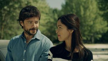 Alvaro Morte y Veronica Sanchez