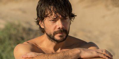 Álvaro Morte es Óscar León en 'El Embarcadero'