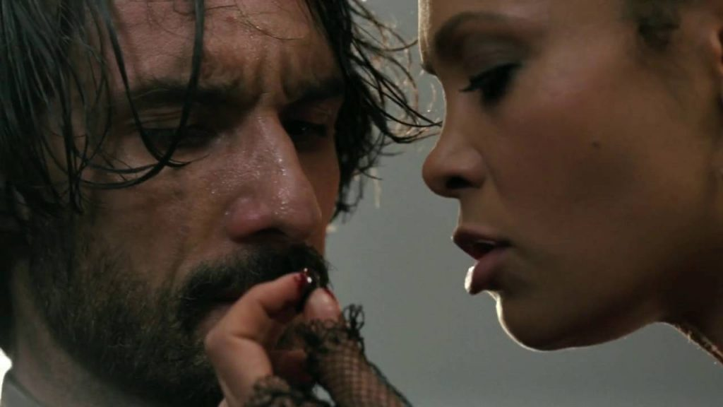Ricardo Santoro y Thandie Newton en 'Westworld'