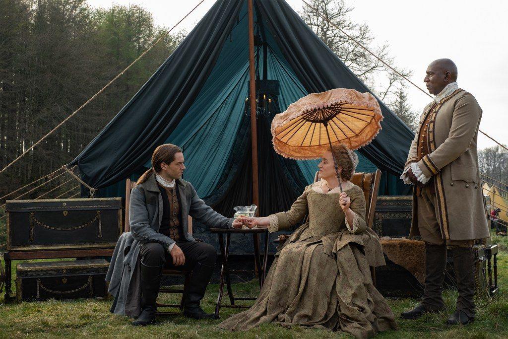 Roger y Jocasta Mackenzie en el 5x01 de 'Outlander'