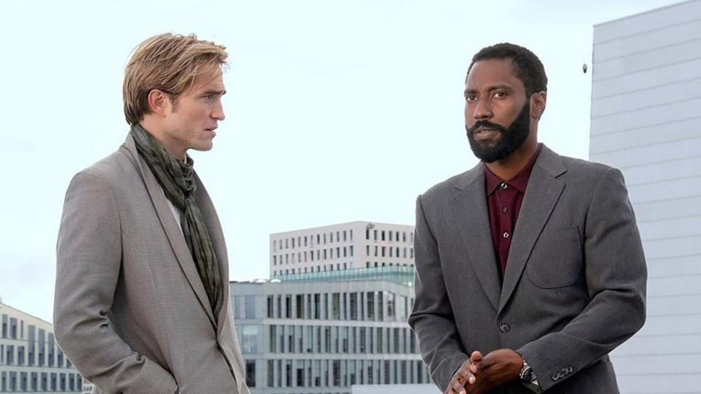 John David Washington y Robert Pattinson en una de las escenas de 'Tenet'