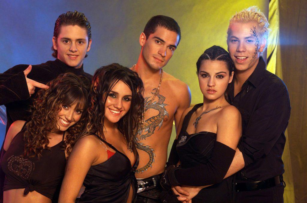 Pinterest Cuenta Fan. Imagen promocional del grupo mexicano 'RBD' en la primera temporada de la telenovela 'Rebelde'