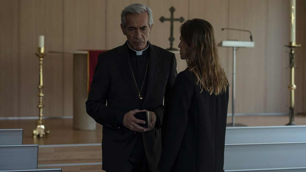 Imanol Arias y Marta Etura en 'Legado en los huesos'