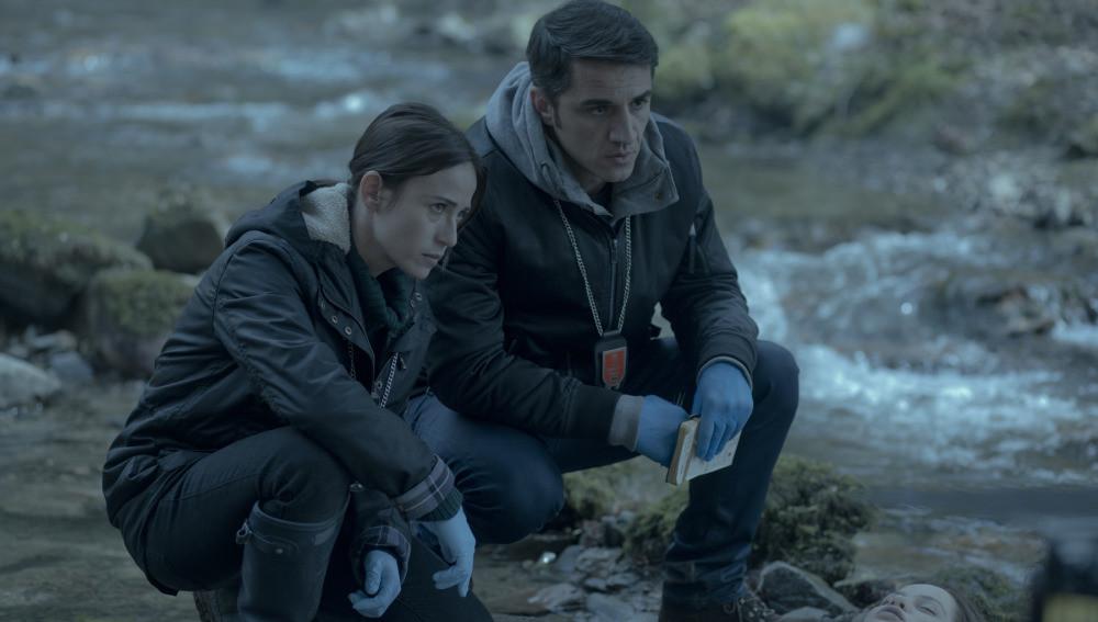 Marta Etura y Carlos Librado en 'El guardián invisible'