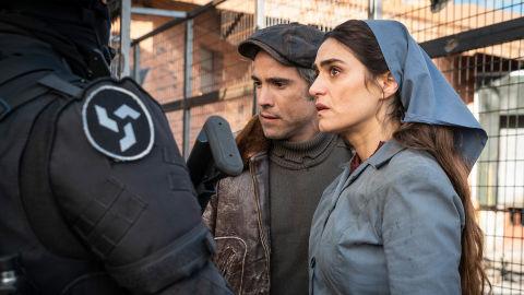 Unax Ugalde y Olivia Molina en 'La valla'