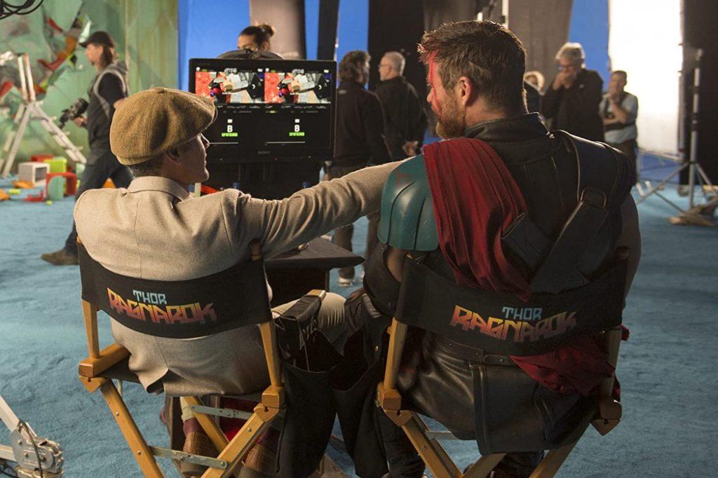 Taika Waititi y Chris Hemsworth en el rodaje de 'Thor: Ragnarok'