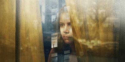 La mujer en la ventana